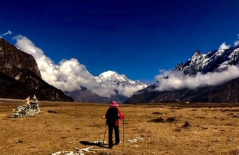 How go hire a guide and porter in nepal